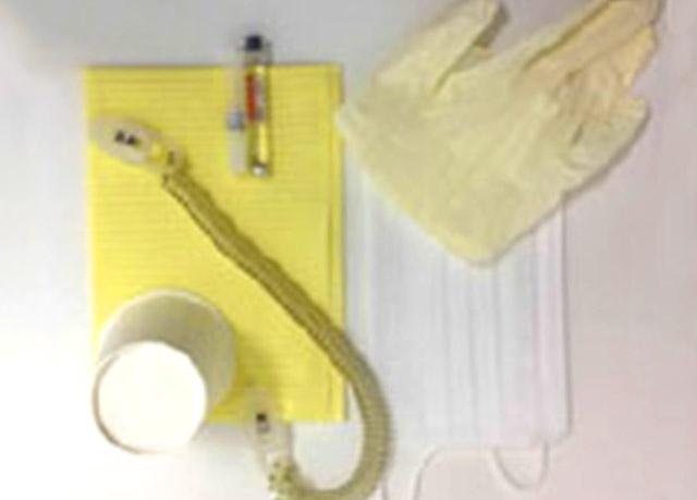 手袋、紙コップ、注射針、注射液イメージ
